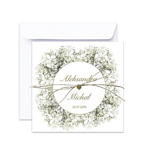 Kwadratowe składane zaproszenia ślubne z kwiatem gipsówki